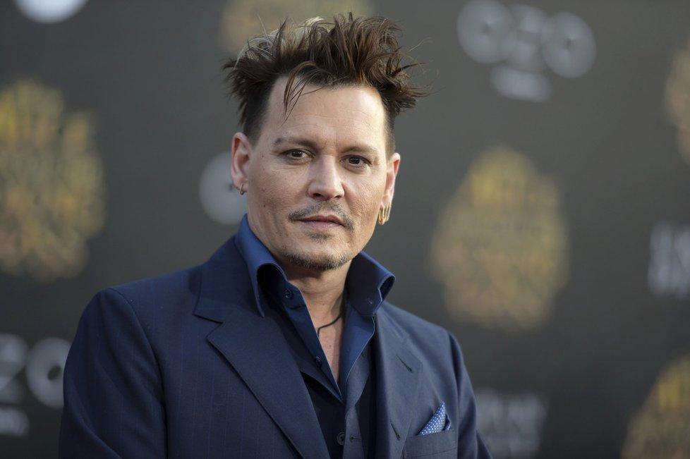 Johnny Depp měsíčně rozhýří necelých 50 milionů korun.
