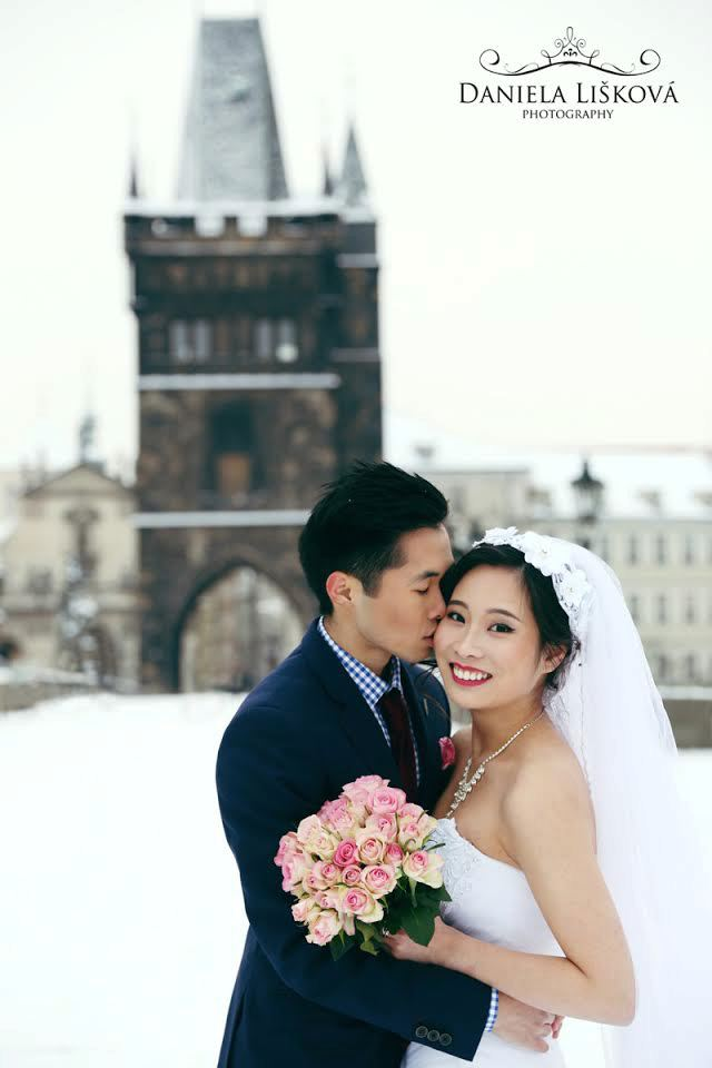 Kdo by nechtěl mít svatební fotografie na Karlově mostě?