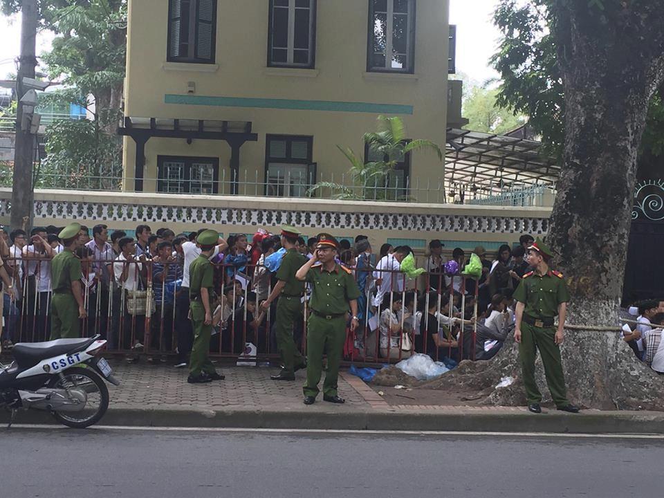 Fronta v Hanoji na víza