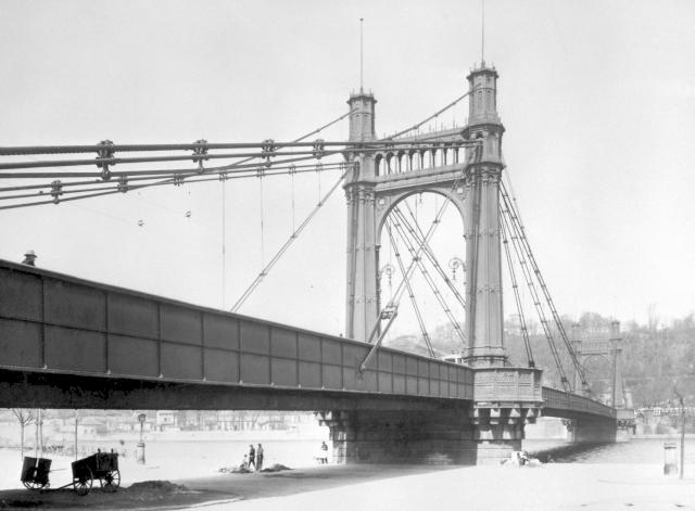 Již neexistující most na historickém snímku z roku 1930