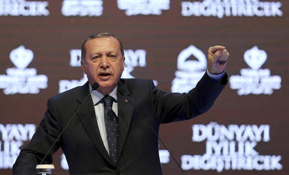 Turecký prezident Erdogan svými prohlášeními zneklidnil Evropu.