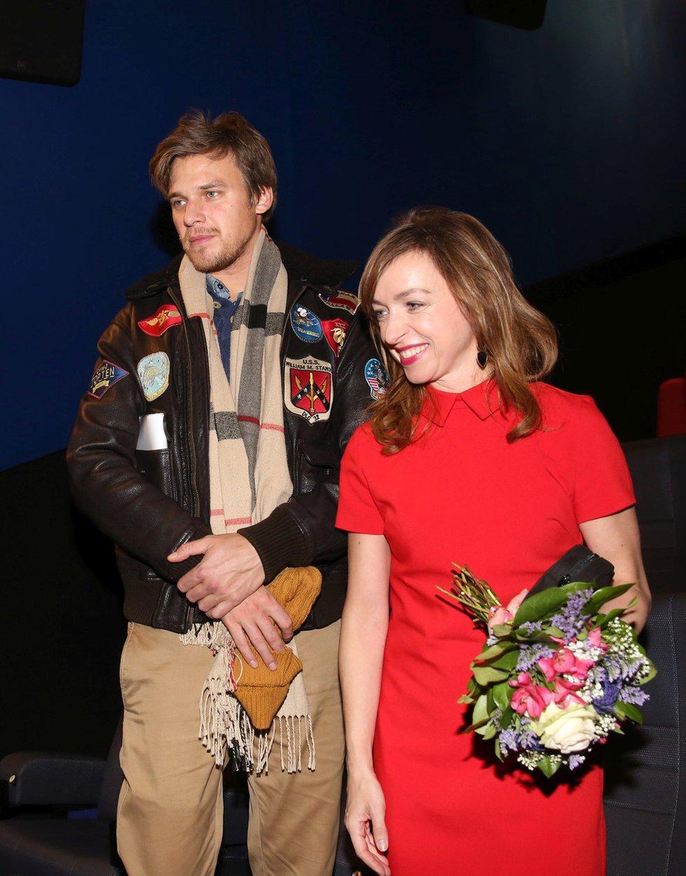 Tatiana Vilhelmová s Vojtou Dykem na premiéře filmu Bába z ledu