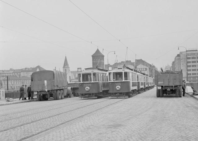 Zatěžkávací zkouška na novém Švermově mostě, rok 1951