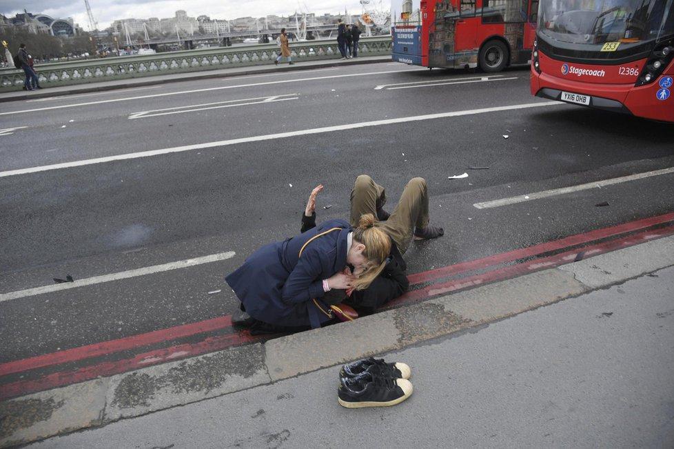 Střelba před londýnským parlamentem si vyžádala desítky mrtvých