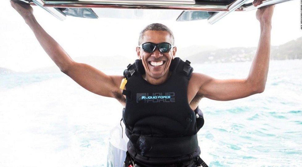 Barack Obama si svůj čas po prezidentování užívá.