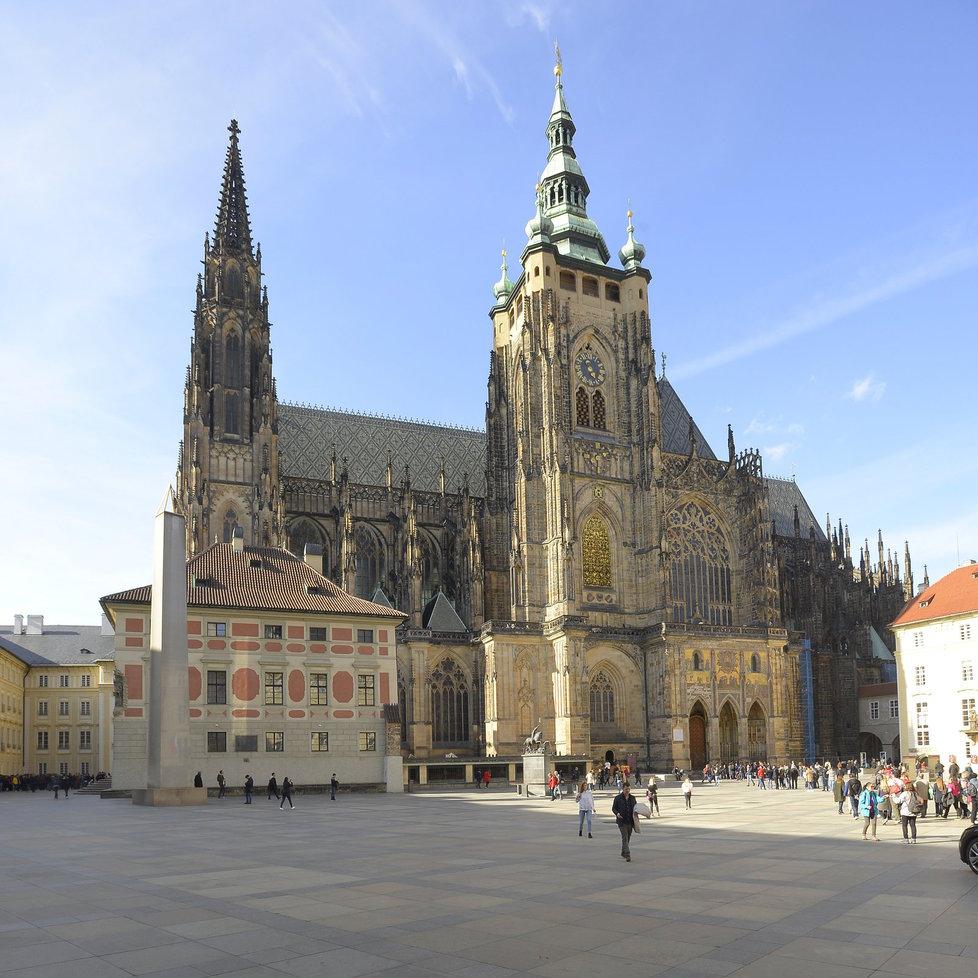 Chrám sv. Víta vznikl původně z rotundy, jíž nechal stavět sv. Václav. Jeho bratr Boleslav do ní nechal pohřbít Václavovy ostatky. (ilustrační foto)