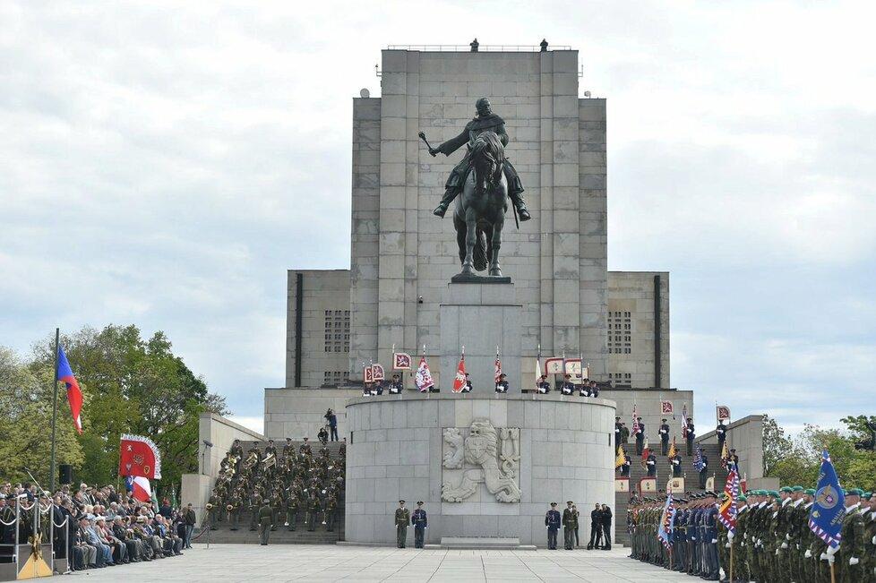 Premiér Sobotka nechyběl 8. května 2017 na Vítkově, prezident Zeman pietní akt vynechal