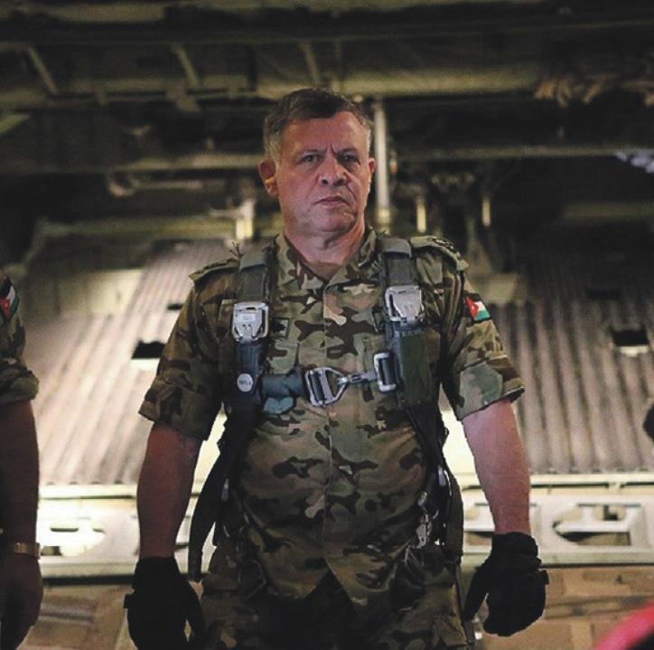 Jordánský král Abdalláh II.: Coby absolvent královské vojenské akademie v britském Sandhurstu se později stal elitním pilotem bitevních vrtulníků Cobra.