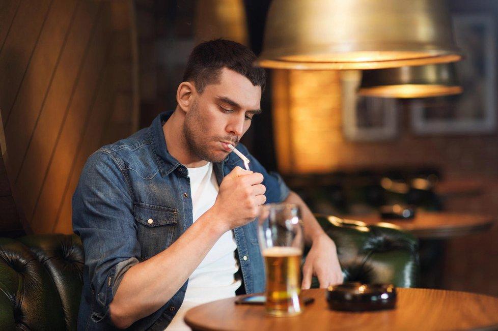 Omezte pití alkoholu, každá sklenička vás totiž podle odborníků přiblíží ztrátě kontroly.