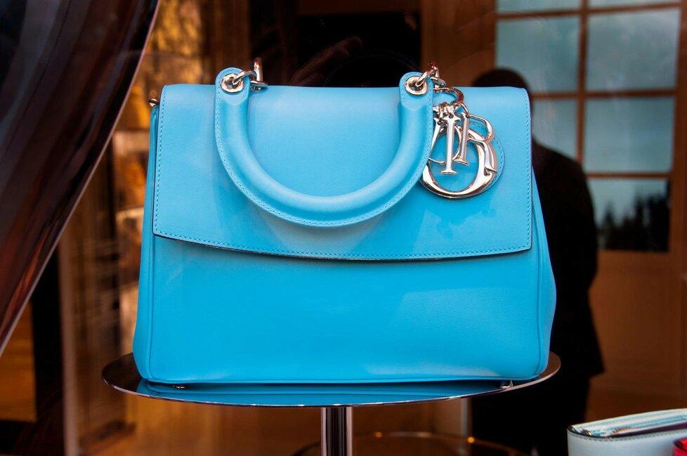 a0595aa54d Nejlepší investice  Kupte luxusní kabelku
