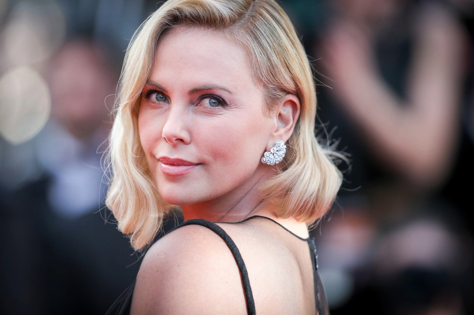 Charlize Theron (41) v Cannes