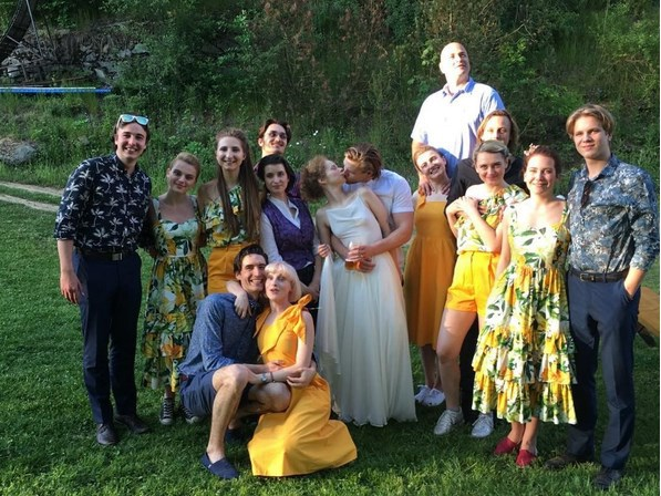 Anička Linhartová se v pátek vdala. Na svatbu pozvala i exmilence Zdeňka Piškulu.
