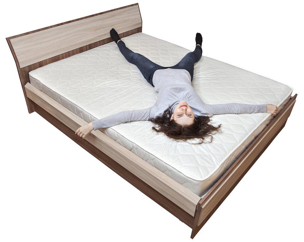Jak vybrat kvalitní postel? O kvalitě rozhoduje šířka postele i tvrdost matrace!
