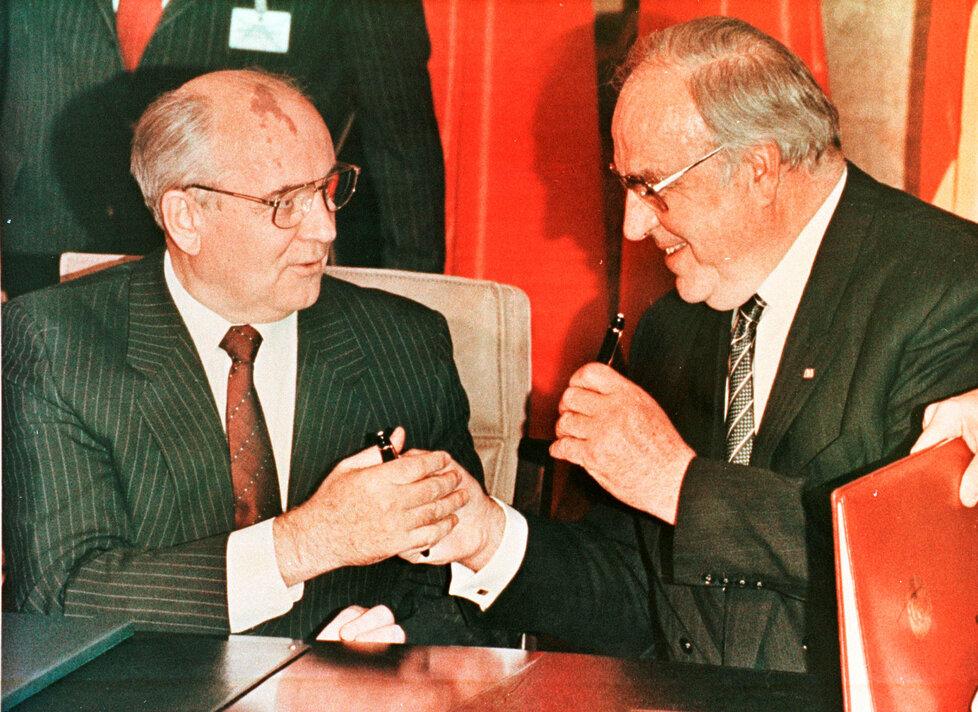 V Bonnu se Helmut Kohl setkal i s Michailem Gorbačovem.
