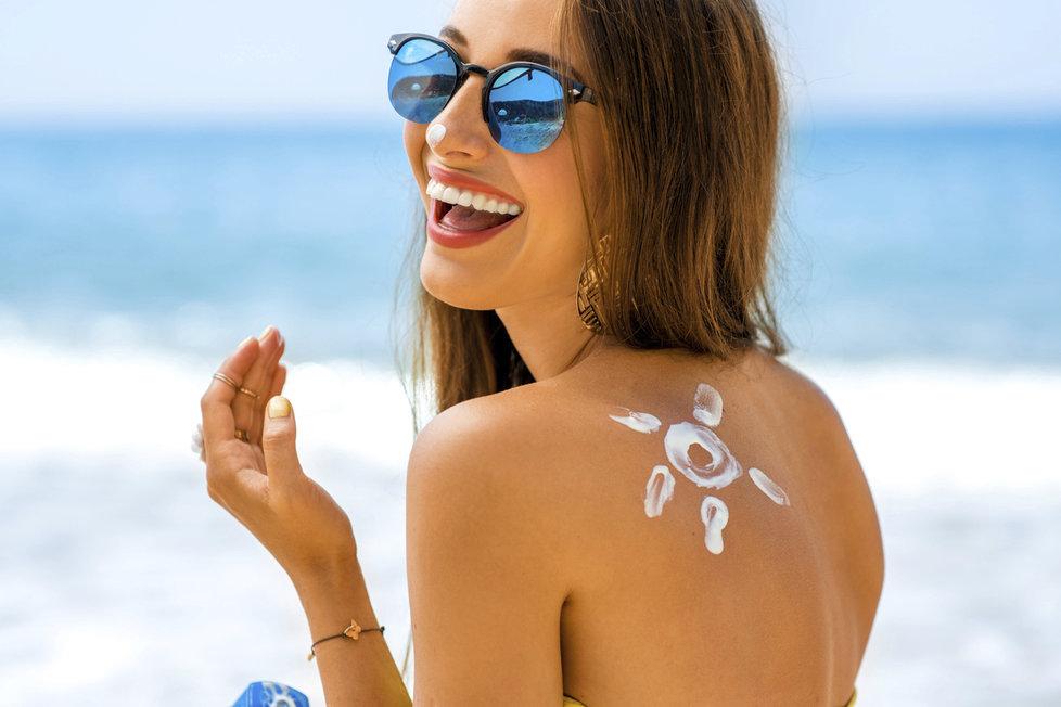 Opalovací krémy jsou v létě nutnost. Které vás spolehlivě ochrání před sluníčkem?