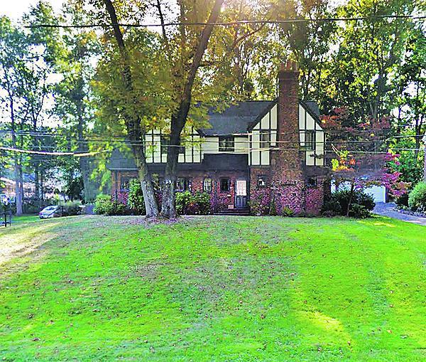Dům Heleny Houdové je na prodej.