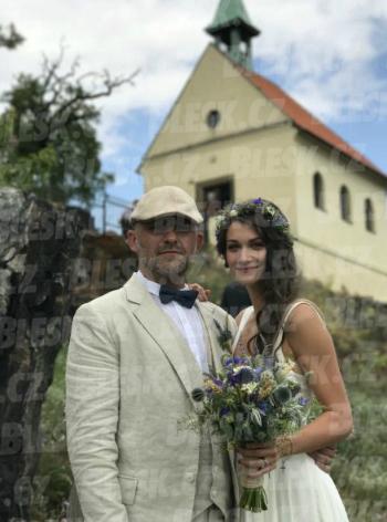 Svatba jako z pohádky: Hynek Čermák si vzal luční vílu Veroniku Mackovou