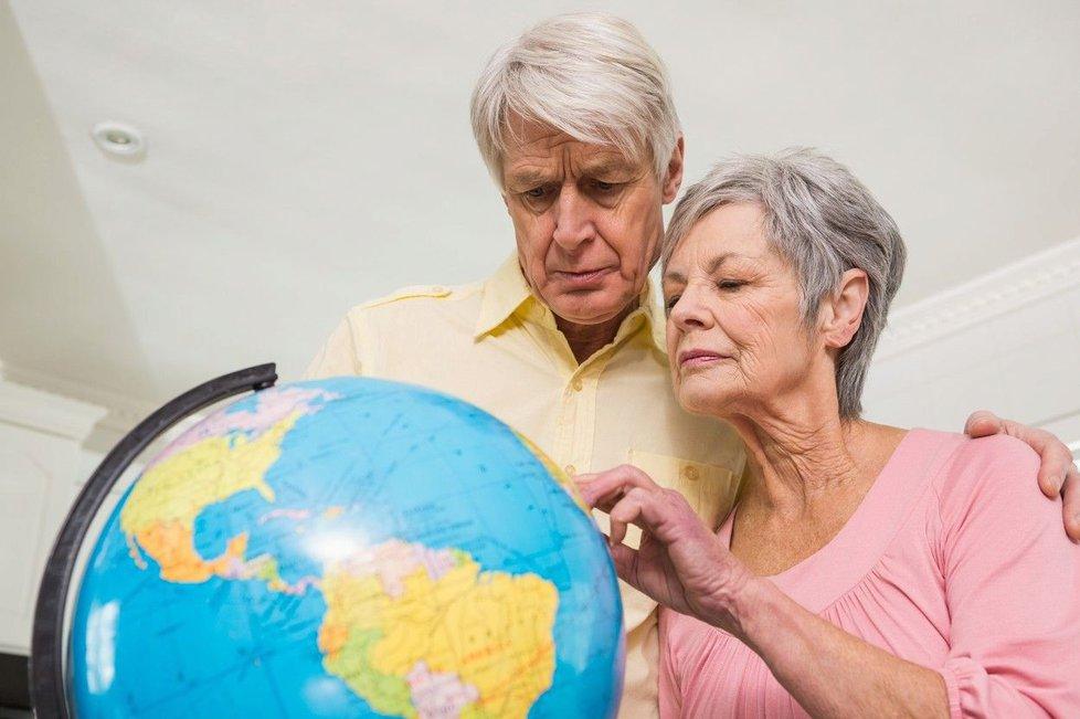 Každý den volají na speciální linky stovky seniorů, kteří se trápí nebo přestávají zvládat svůj život.