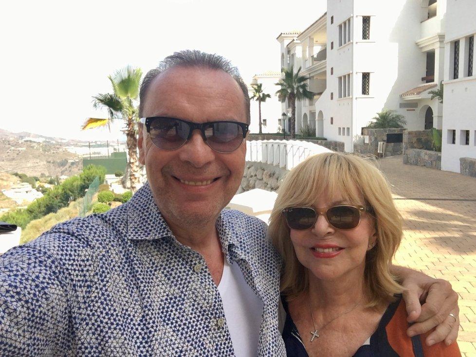 Zagorová a Margita před apartmánem, který si pořídili v Málaze.
