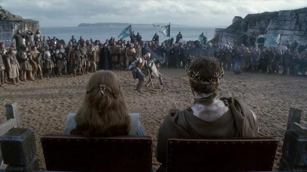 Vojenský tábor Renlyho Baratheona z druhé série se natáčel nedaleko mostu Carrick-a-red u Larrybane.