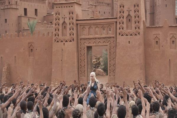 Záběry z města Pentos se natáčely v marockém Aït Benhaddou.
