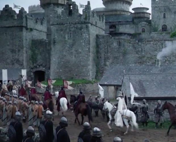 Zimohrad z pilotní epizody je ve skutečnosti skotský hrad Doune.