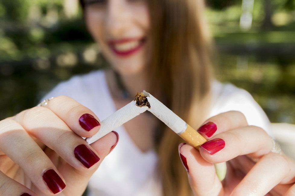 Zbavte se cigaret ve vašem okolí, pokud kouří váš partner, požádejte ho, aby minimálně na začátku vašeho odvykání nekouřil před vámi a dal si pozor i na to, že před vámi cigarety schová.