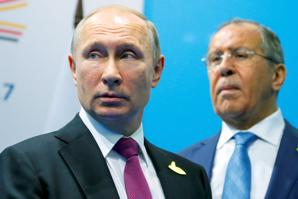 Ruský prezident Vladimir Putin a ministr zahraničí Sergej Lavrov