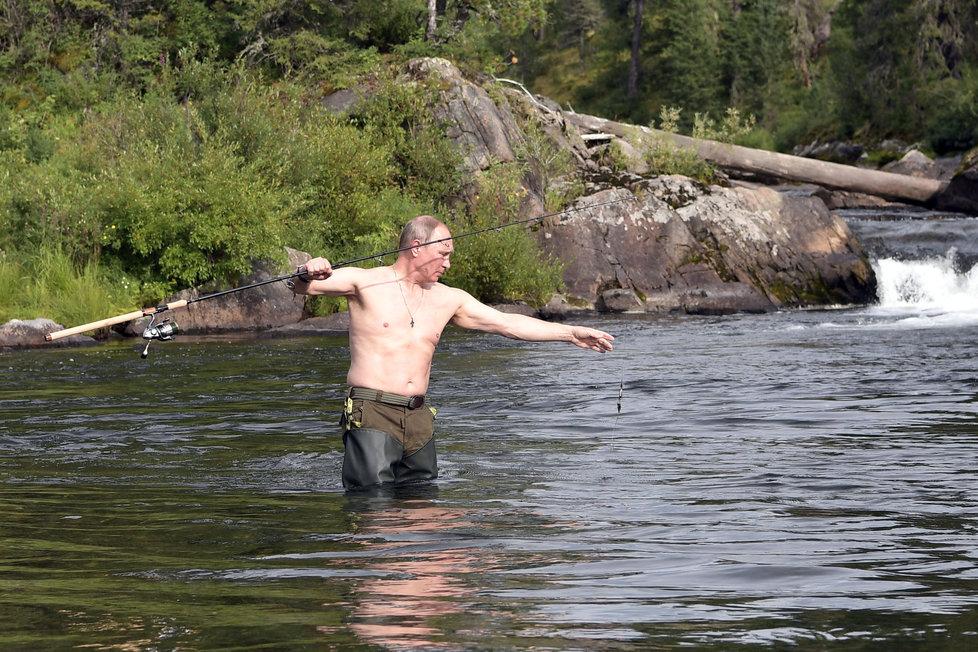 Ruský prezident Vladimir Putin na rybolovu