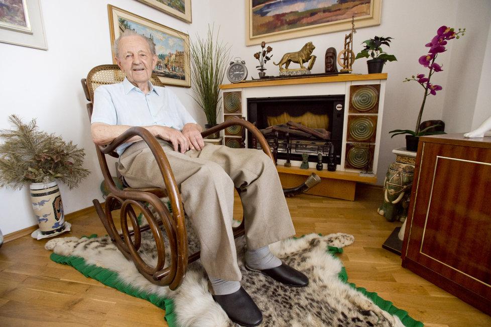 Vůdce komunistů v době pádu diktatury Jakeš slaví 95 let.