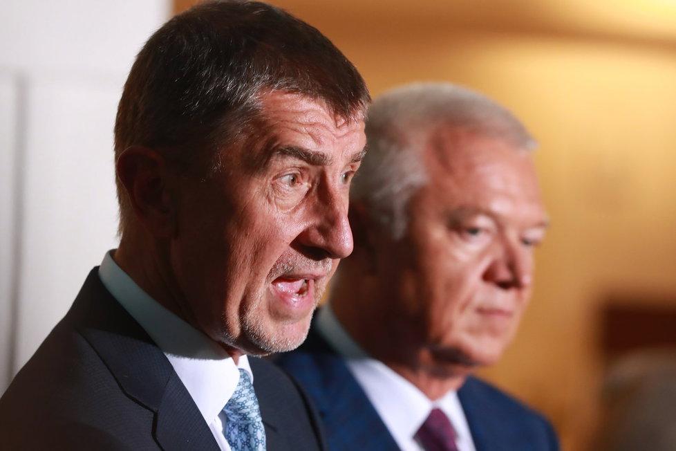 Babiše s Faltýnkem (oba ANO) vydali poslanci k trestnímu stíhání. Oba se bránili, že nic neprovedli a jde o snahu ovlivnit volby.