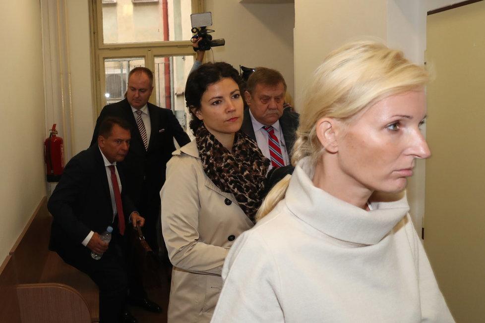 Petra Paroubková před zahájením rozvodového stání