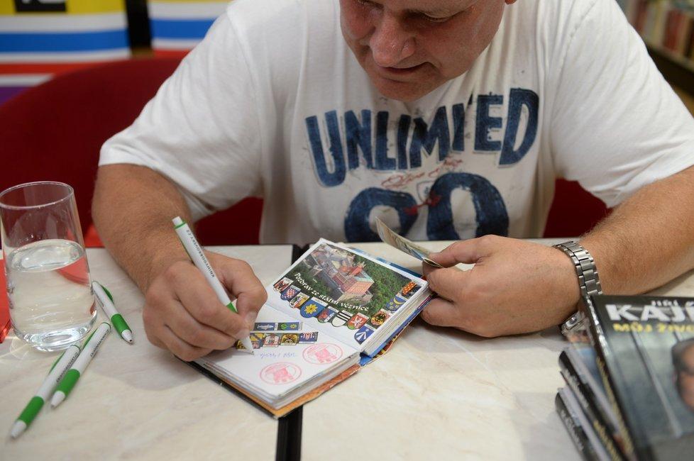 Jiří Kajínek rozdával během autogramiády nejen podpisy, ale i úsměvy.