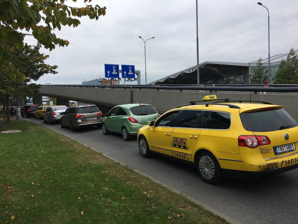 Taxikáře v Česku čeká digitalizace a modernizace, schválila vláda.