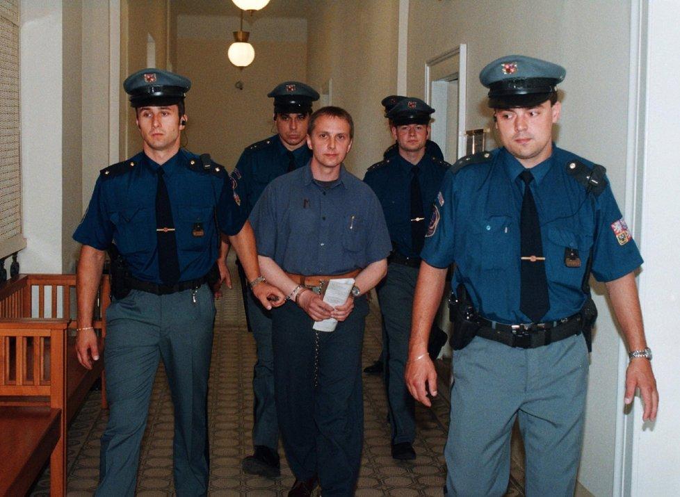 Orlický vrah Ludvík Černý si ve vězení změnil příjmení na Zámečník.