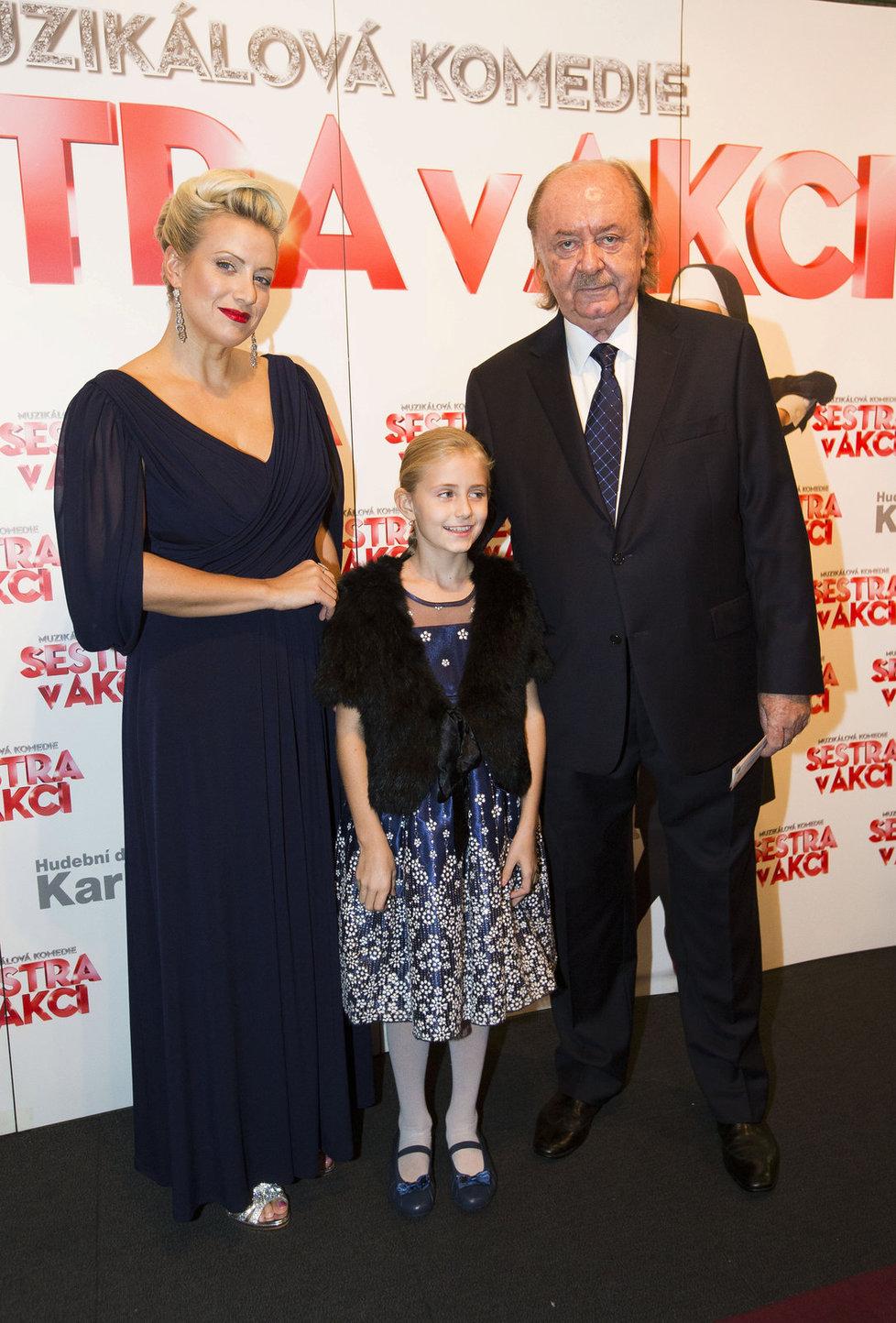 Celá rodina zase pohromadě - František Janeček s Terezou Mátlovou a dcerou Emily.