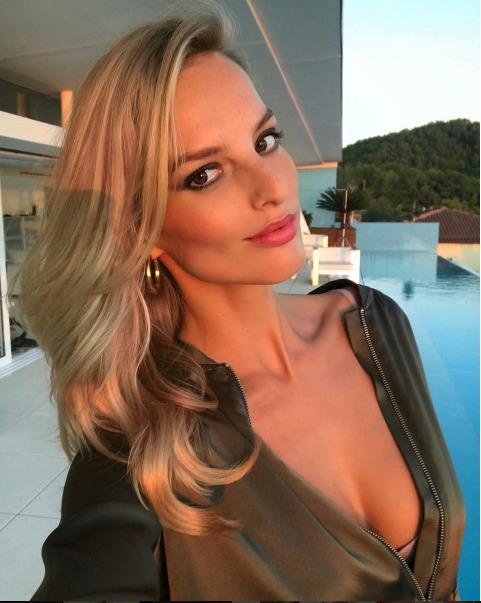 Topmodelka Michaela Kociánová se chlubí krásným tělem.