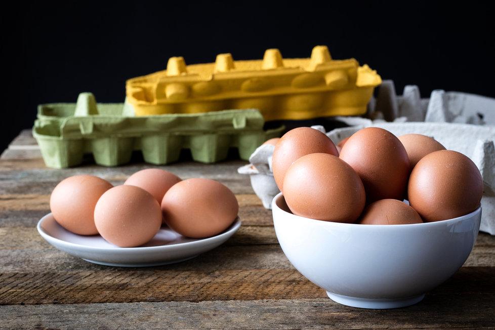 Test čerstvých vajec: Barvu žloutku míchají výrobci v koutku