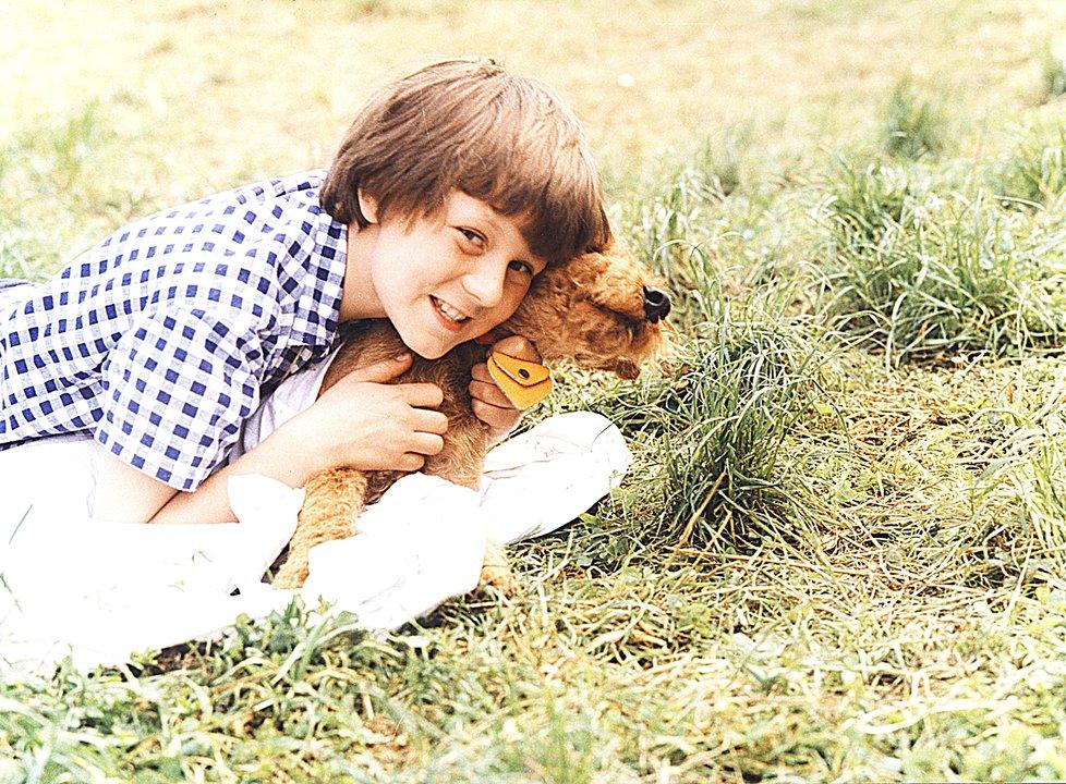 Pes Alton s malým Tomášem byli dokonalí partneři nejen před kamerou.