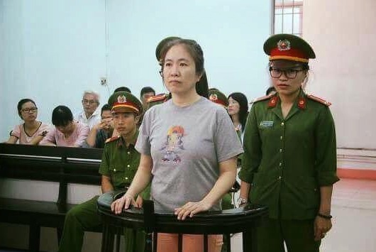 Dcera vězněné vietnamské blogerky Mother Mushroom prosila i amerického prezidenta Donalda Trumpa, ať při jeho návštěvě Vietnamu pomůže její matce.
