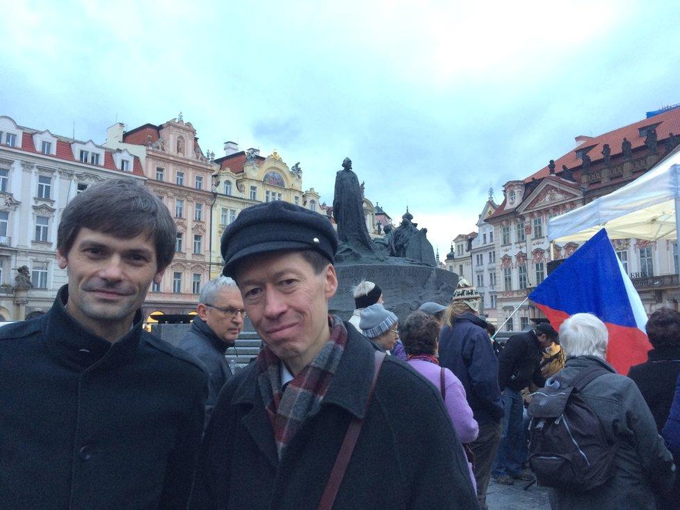 Marek Hilšer a Hayato Okamura na Staroměstském náměstí