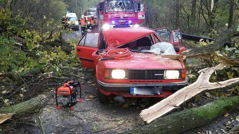 V Olomouckém kraji zůstávají po nedělní bouři škody.