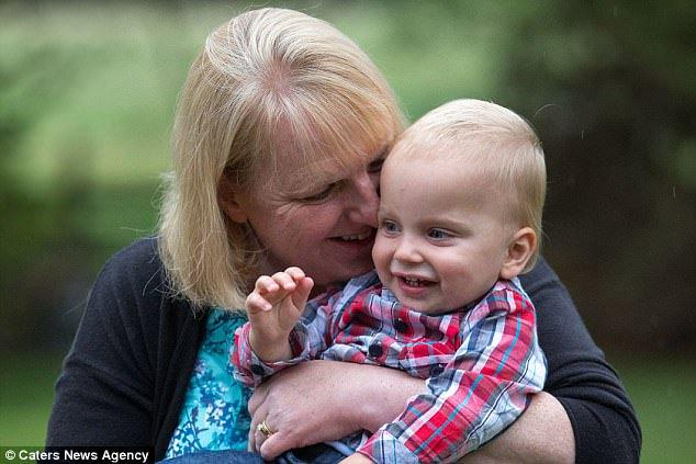 Šťastná Louise s vymodleným synem
