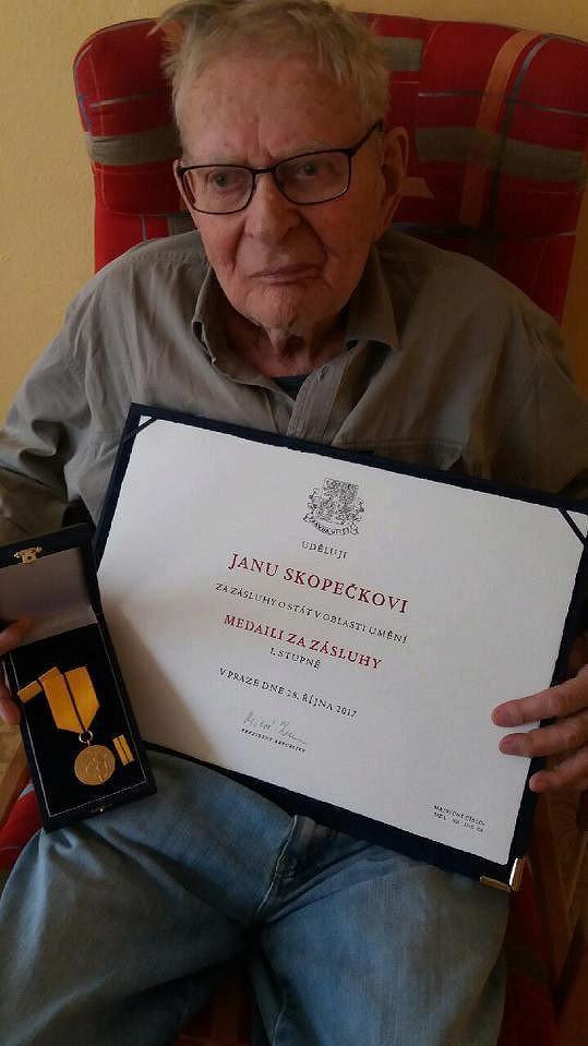 Jan Skopeček v domově pro seniory.