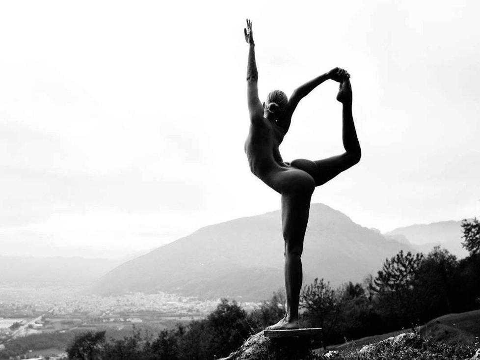 Nahá joginka inspiruje ženy po celém světě