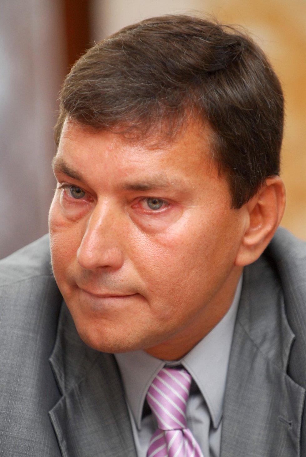Tomáš Hüner se pohybuje v oblasti energetiky a průmyslu.