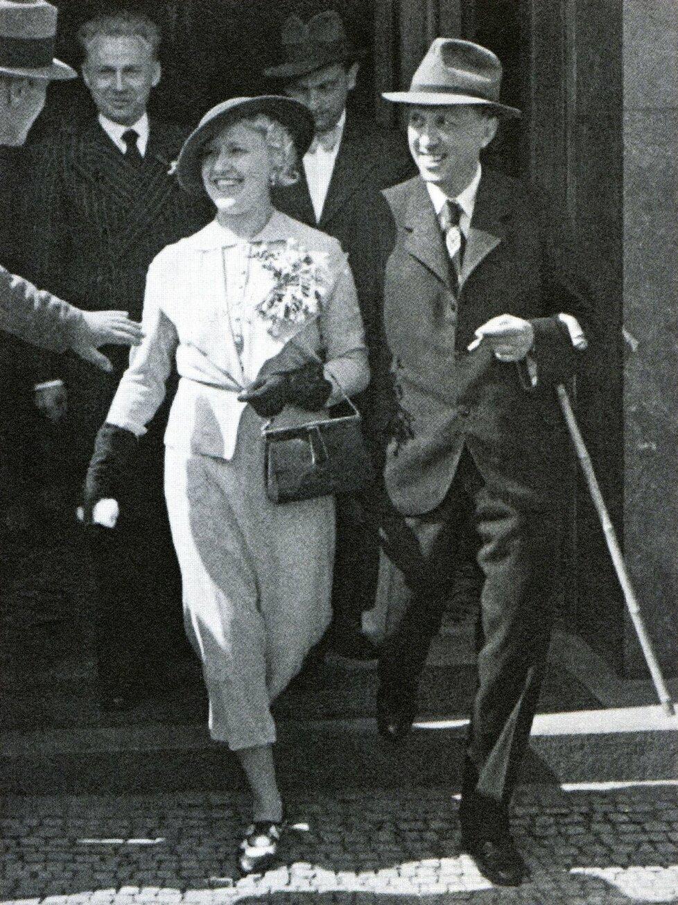 26. srpna 1935 si slavná dvojice  řekla Ano na vinohradské  radnici.