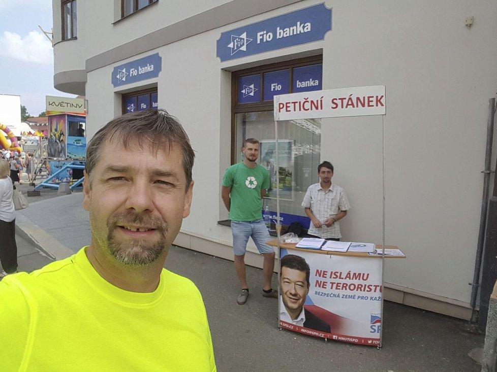 Radek Koten z SPD je obviňován ze šíření hoaxů a konspiračních teorií.