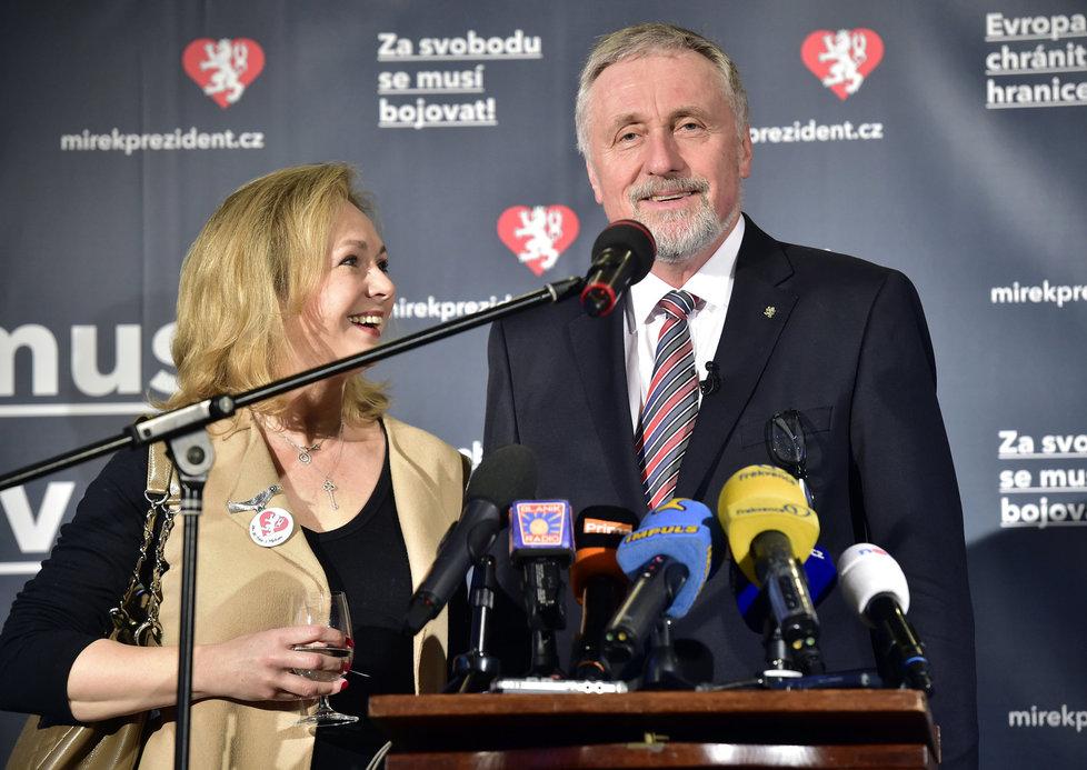 Lucie Talmanová po boku Mirka Topolánka během prezidentské kampaně