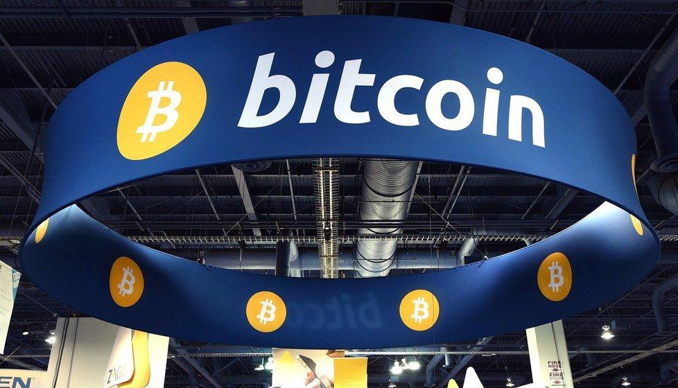 Díky tomu, že jde o decentralizovanou měnu, na kterou nemají vliv státní instituce, oblíbili si bitcoin především kryptoanarchisté, kteří touží po minimálním vlivu státu.